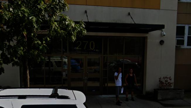 位於布碌崙貝德福-史岱史森的一棟建築物在過去一年裡接獲123個投訴電話。(取自谷歌地圖)