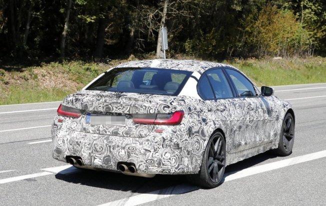 新世代BMW M3偽裝照。 摘自Carscoops
