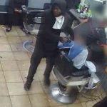 手持槍闖理髮店劫顧客 非裔男子被警緝