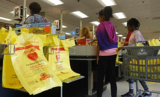 費城超市業者放棄抵制限塑令。(記者謝哲澍/攝影)