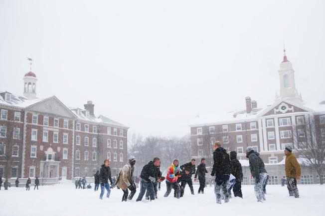 美國新聞與世界報導雜誌22日公布2020年度全球最佳大學排行榜,哈佛大學高居榜首。圖為哈佛大學校園。(Getty Images)