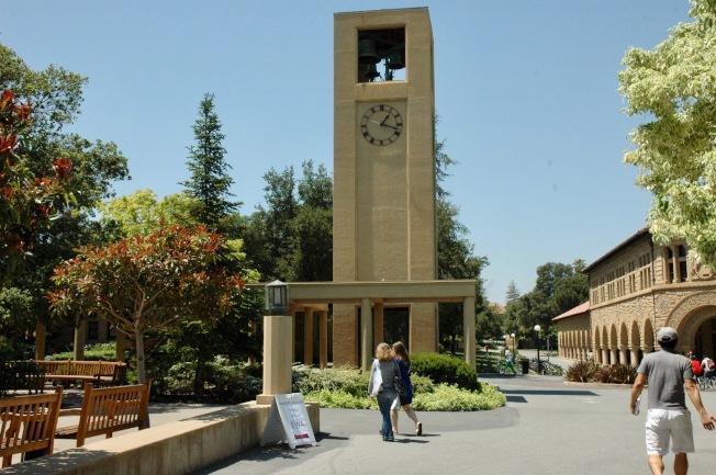 史丹福大學校園地標鐘樓。(記者丁曙/攝影)
