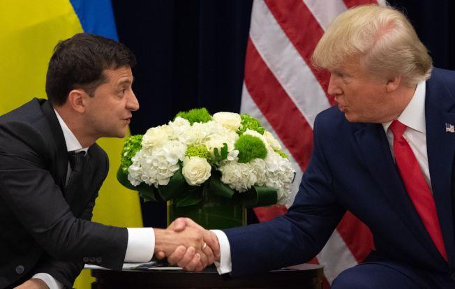 烏克蘭總統澤蘭斯基(左)表示沒有感到美方的壓力。圖為川普總統與澤斯基今年9月在紐約聯合國總統晤面。(Getty Images)