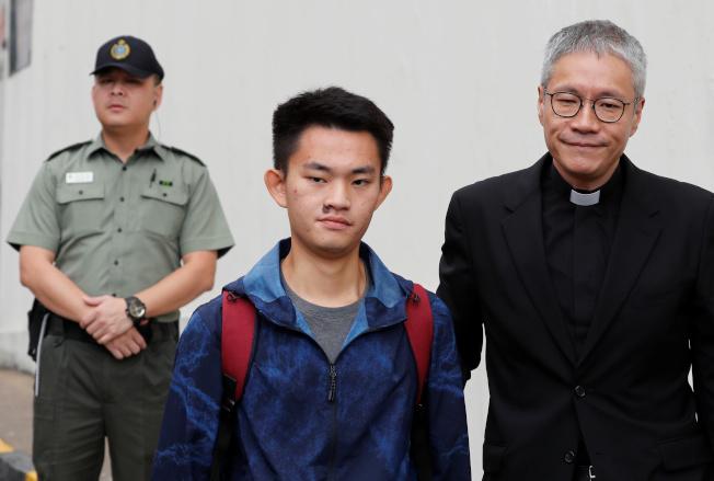 涉殺女友的陳同佳 23日上午因另案服刑期滿出獄。(路透)