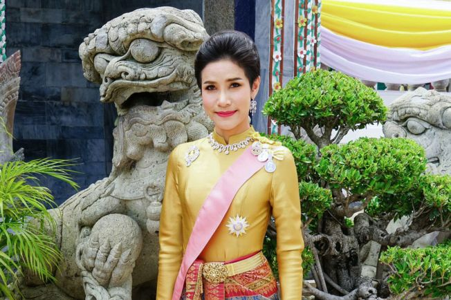 泰王瓦吉拉隆功今年7月冊封34歲的詩妮娜為王妃。(Getty Images)