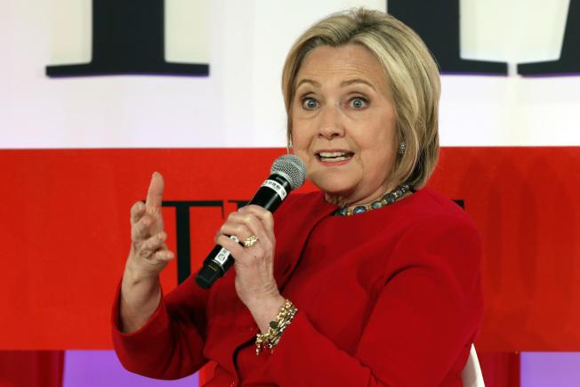 2016年角逐總統大位失利的喜萊莉·柯林頓,在逼近2020年選戰之際動作頻頻,開始讓部分民主黨同僚對她提高警覺。(美聯社)