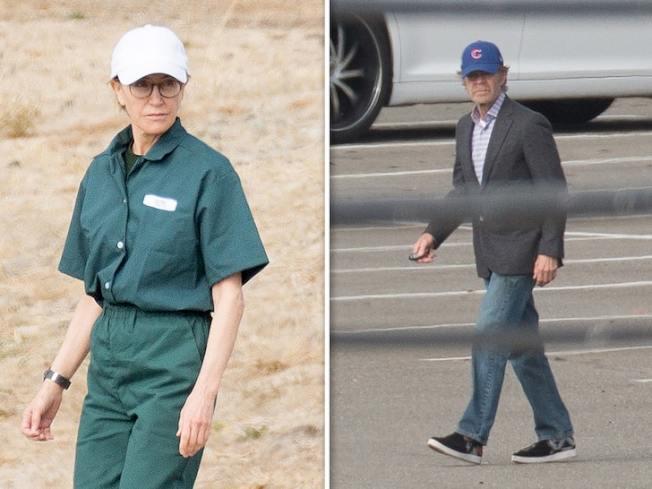 (左圖)費麗西蒂霍夫曼身穿囚服在監獄行走。(右圖)威廉梅西前往探監。(網路照片)