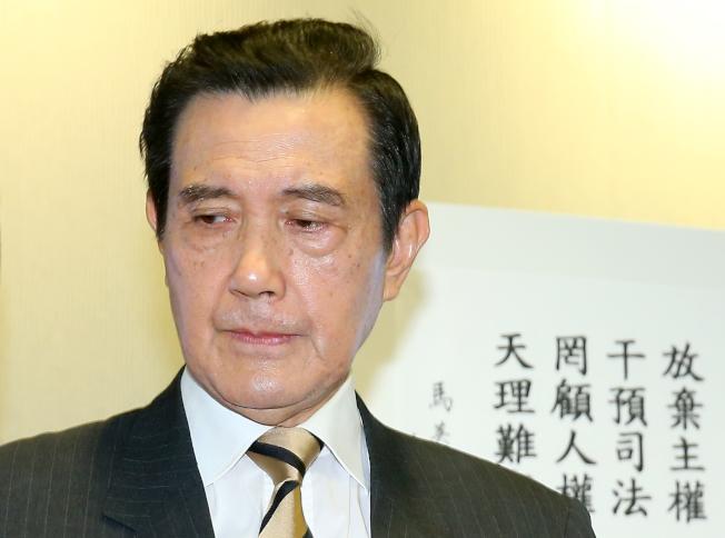 前總統馬英九22日發表對陳同佳投案遭拒一事聲明,受訪時講到哽咽。(記者余承翰/攝影)