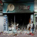 用錢包抗爭 香港示威者光顧「黃店」 抵制「藍店」