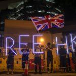 英領館外 逾千港人爭取「第二國籍」