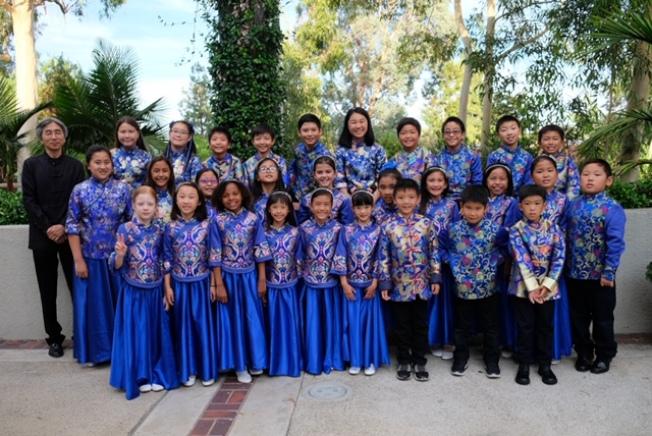 小時代中文學校日前參加拉古納山莊華人聯誼會舉辦的「花好月圓、福滿中秋」晚會。(小時代中文學校提供)