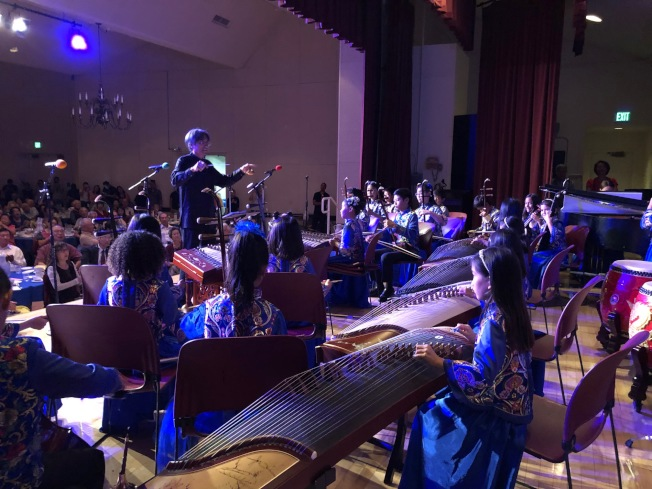 團員們帶來中西結合的精彩演出。(小時代中文學校提供)