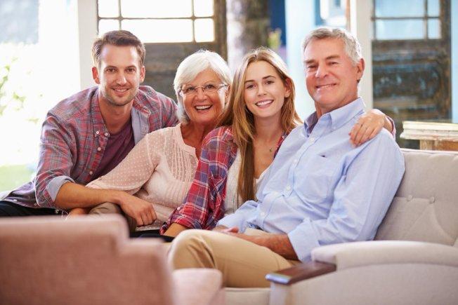 如果你打算在自己的家裡養老直到過世,把房子當遺產留給子女較省稅。(取自推特)