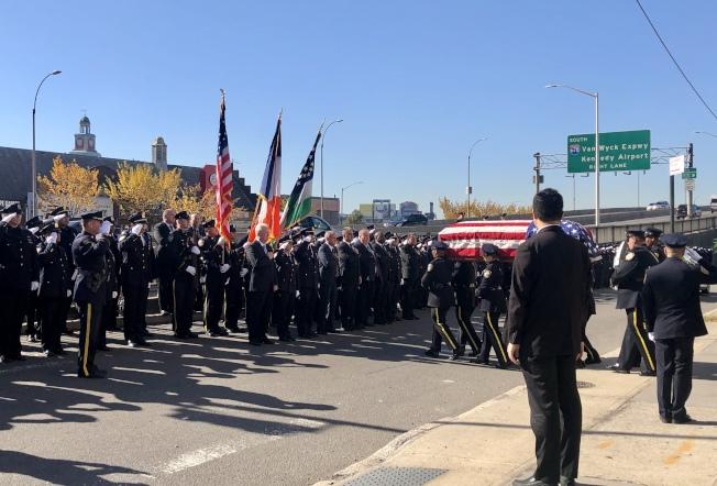 數百名警員自發參加李林鴻的葬禮。(記者朱蕾/攝影)