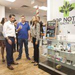 布塔朱吉參觀內州大麻專賣店 大方承認用過 力挺合法化