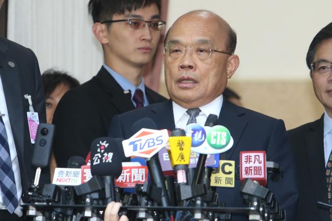 針對陳同佳案,台行政院長蘇貞昌(中)昨天在立院表示,「現在照妖鏡一照,魔鬼和魔鬼中的魔鬼一一現形」。他還「哼」了一聲,隨即轉頭進入議場。記者葉信菉/攝影