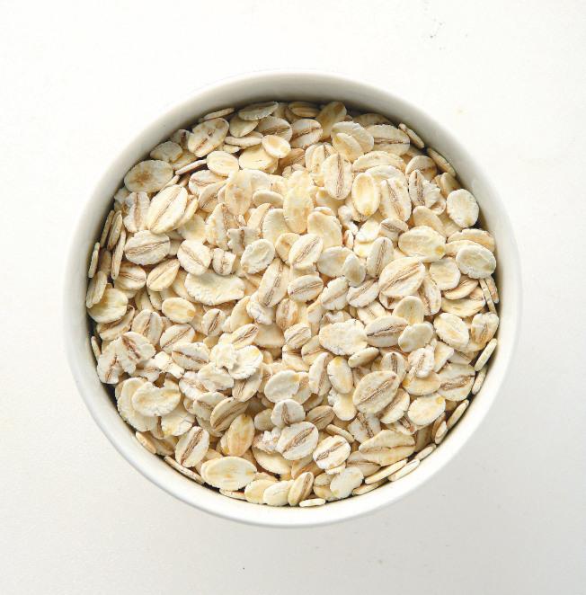 燕麥含兩種類型纖維,可加速糞便在腸道移動,減少便祕。(本報資料照片)