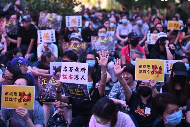 香港醫護界26日發起集會,呼籲政府「尊重人權、克制警權」,尊重傷者就醫的權利,停止濫捕清算。(Getty Images)