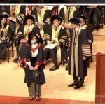 香港理大畢業生戴口罩上台 校長拒絕握手合照