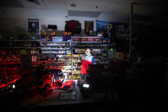 灣區超過200萬用戶將數日無電可用。(美聯社)