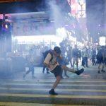 「記者無特權」警方清場遭強脫面罩