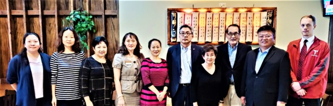 蔡偉總領事(右五)、阿州中區華僑協會會長陳少娟(右四)和蒙市僑界代表餐敘。(阿州中區華僑協會提供)