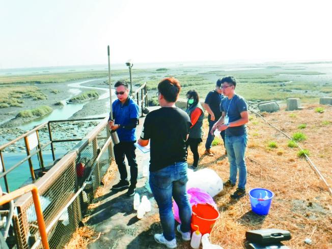 台中火力電廠放流水不合格,今年已七度被開罰,違規嚴重。(圖:台中市環保局提供)