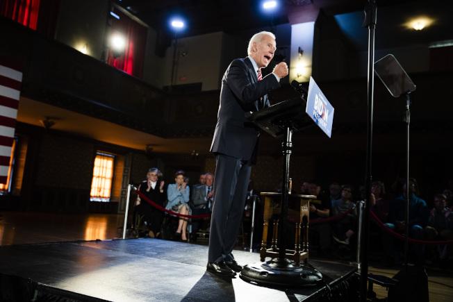 民主黨總統參選人白登為保護兒子,已開始反擊川普。圖為白登在賓州競選。(美聯社)