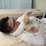 男童落枕頭歪歪 物理治療師用毛巾1招舒緩