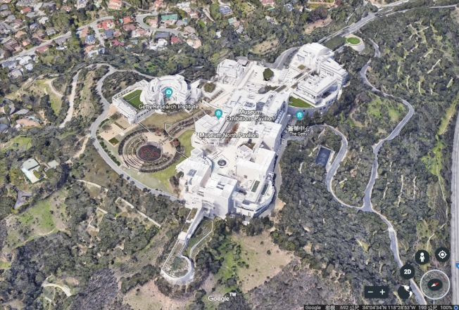 2006年開幕的「蓋蒂中心」造價高達13億美元,建築物本身就如同一件藝術品,每年約吸引180萬參觀人次,該中心的防火措施也打造得固若金湯。Google Earth