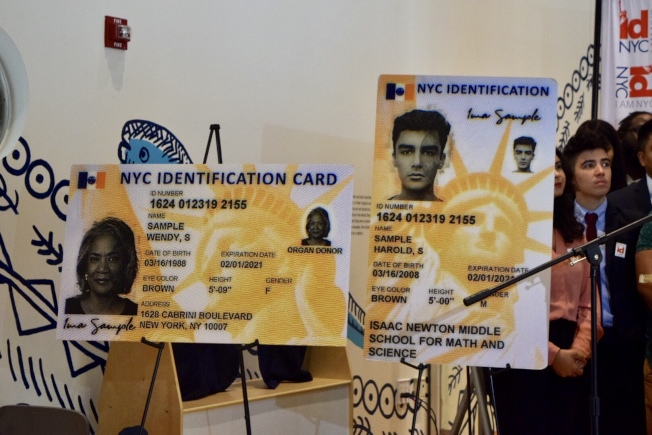 新市民卡採用新設計,其中紐約市初中生市民卡上不會印家庭地址。(記者顏潔恩/攝影)