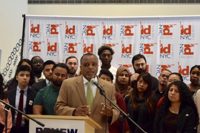 副市長湯普森表示,很開心時隔五年,紐約市民卡將有新的設計。(記者顏潔恩/攝影)