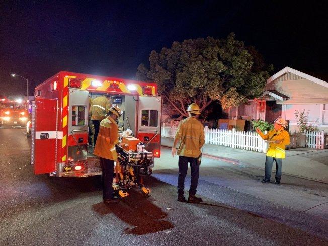 加州長堤一戶民宅29日晚間舉辦萬聖節派對時發生槍擊,警方表示現場有3人死亡,9人受傷,並形容現場「一團混亂」。  取材自推特
