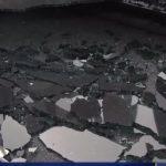 紐約皇后區地鐵高架軌掉20磅金屬片 砸壞電召車