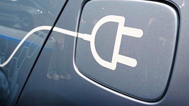 美國科學家團隊聲稱在電動車技術上取得突破,只要充電10分鐘,就能讓車子續航約322公里。取材自metro.news