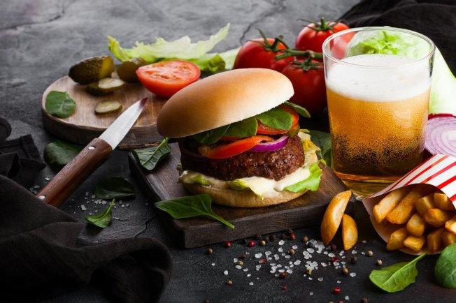 美國速食店菜單註明熱量的作法,只能收短期小幅減少平均熱量攝取的效果。 ingimage