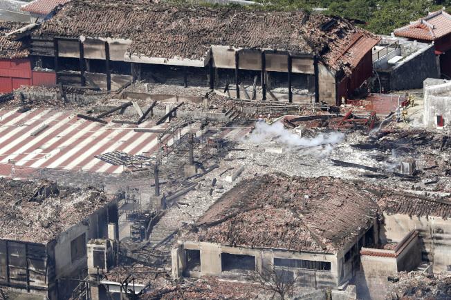 日本沖繩那霸市登記為世界遺產的首里城今天凌晨發生大火,正殿、南北殿等主要建築全燒毀,珍藏的許多琉球王國時代以來的貴重品也燒毀。警方明天將到火災現場調查。美聯社