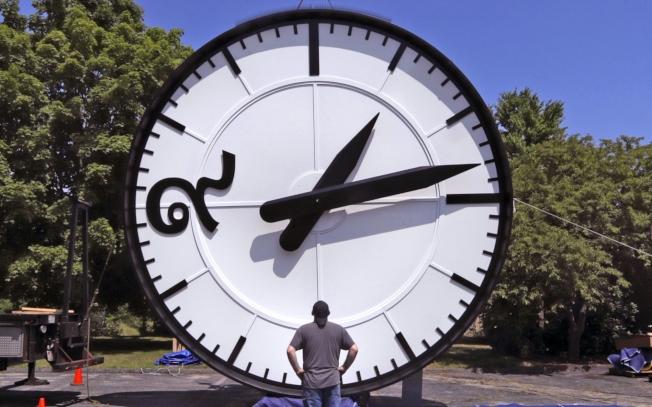 專門研究睡眠的科學家與生理節奏生物學家都認為,日光節約時間的制度有害人體健康,應該永久禁止。(美聯社)