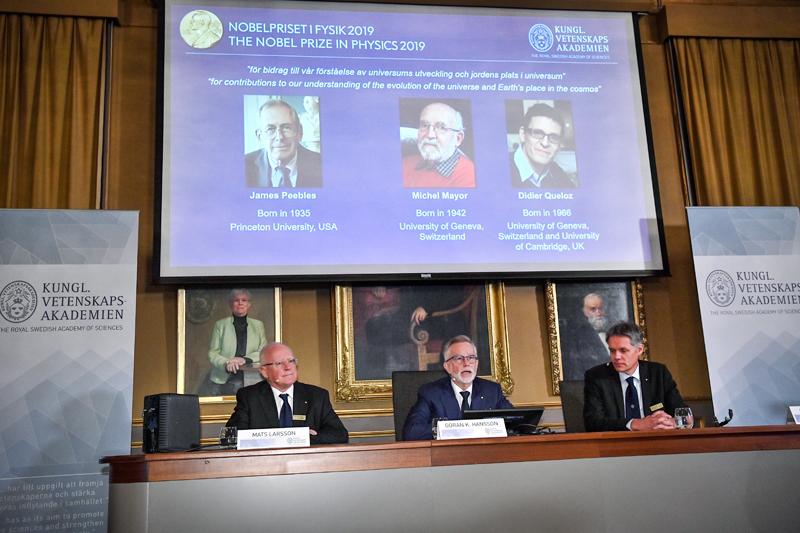 2019年諾貝爾物理學獎頒給皮伯斯(James Peebles)、梅爾(Michel Mayor)和奎洛茲(Didier Queloz)三位天文物理學者。美聯社