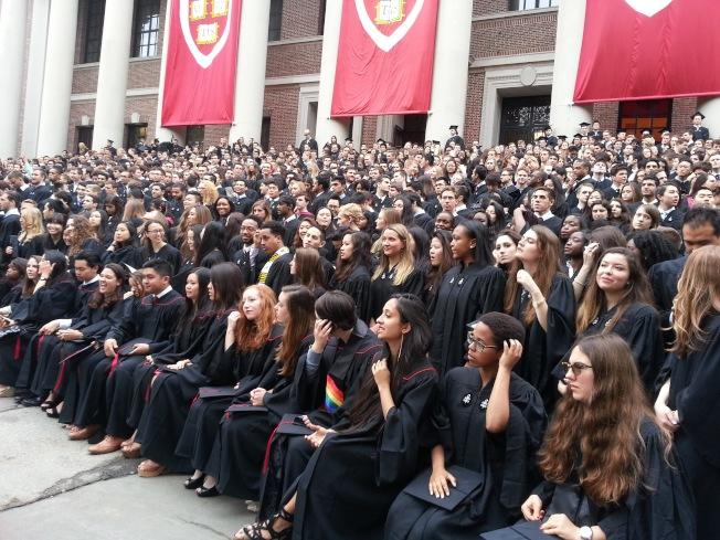 哈佛大學畢業典禮場面隆重。(王德龍提供)