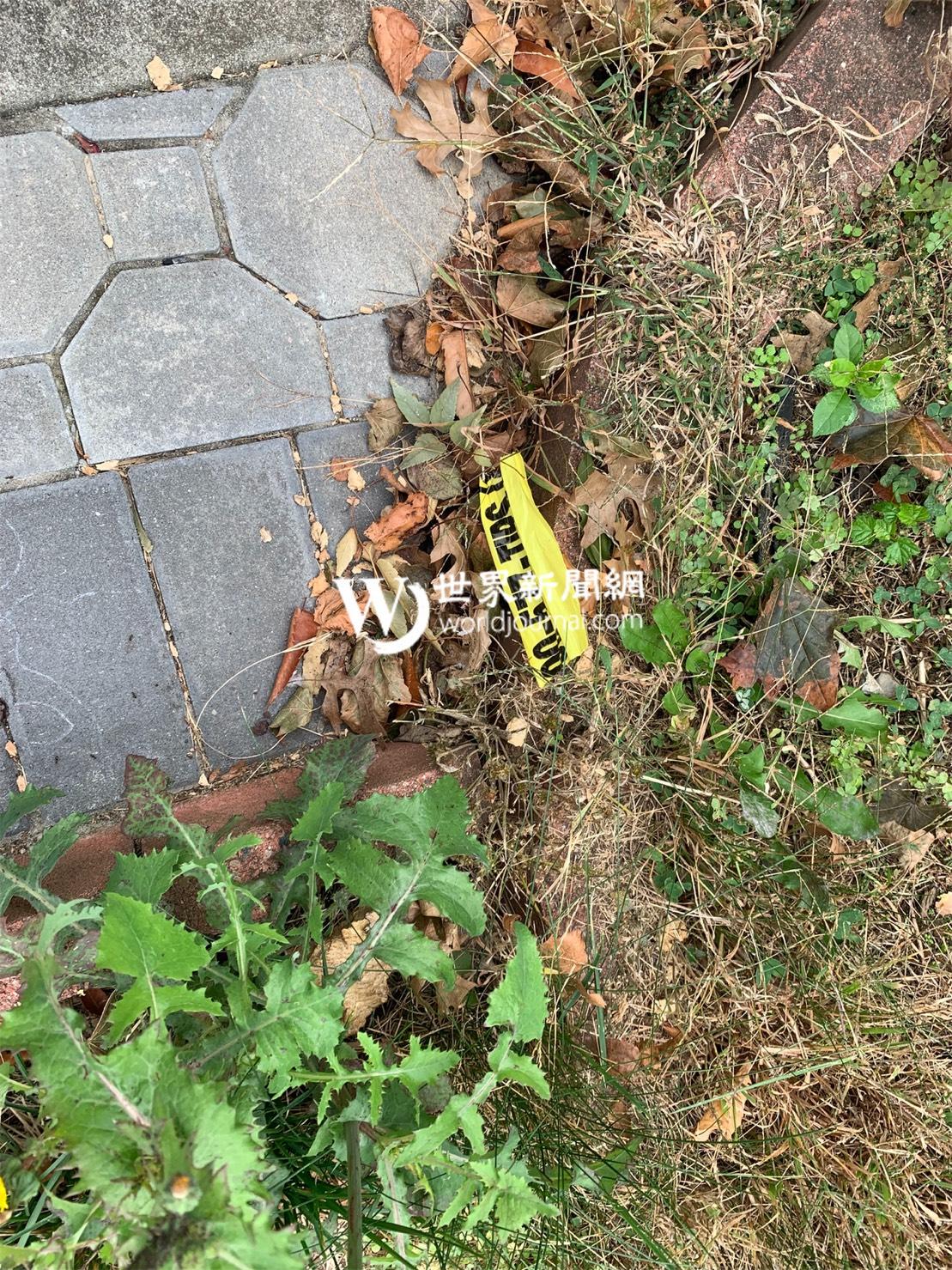 死者的住所外有一條疑似被撕掉的警戒線。(記者牟蘭/攝影)