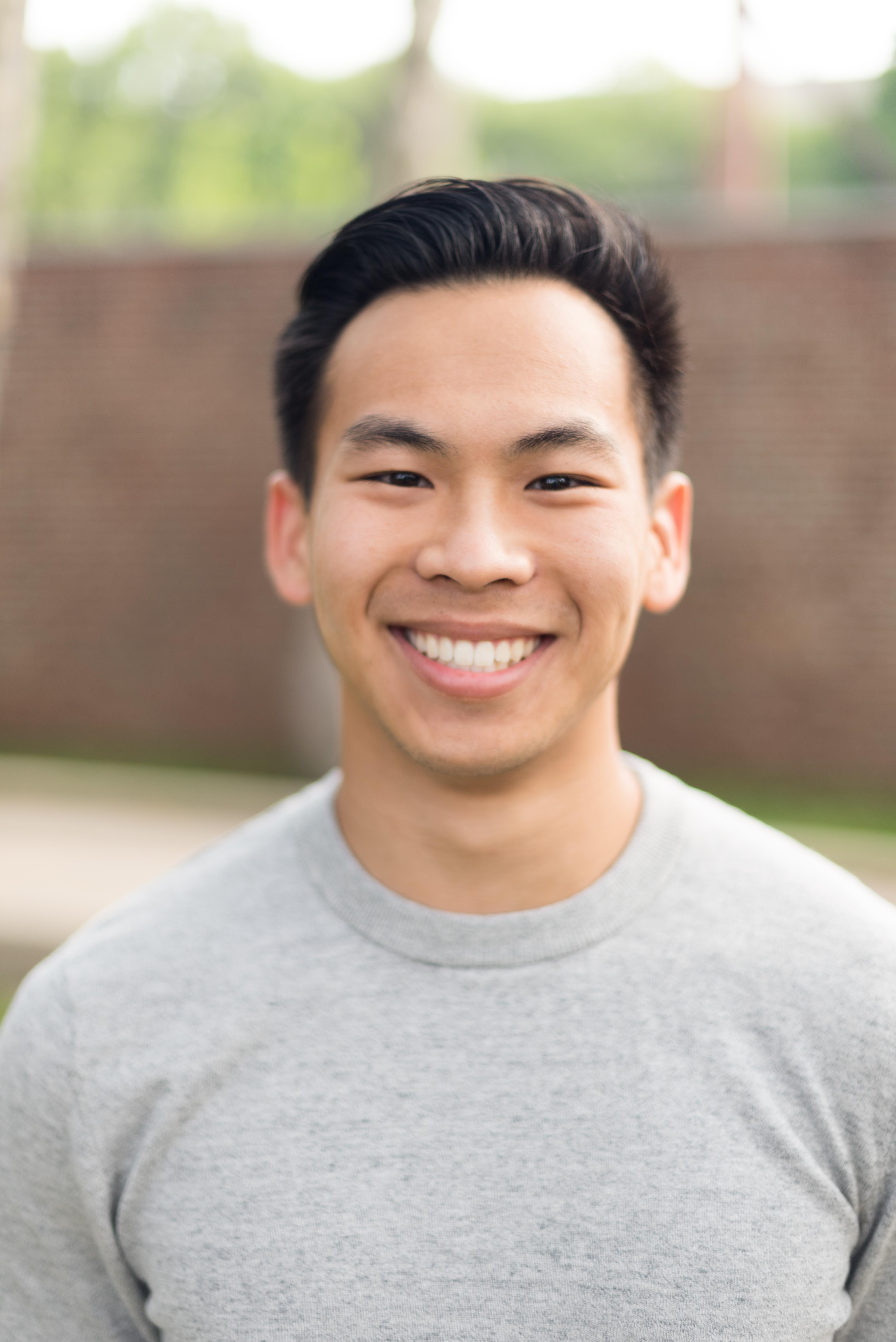 麻省理工華裔學生劉域翔和同學合著新書「Points of You」,敘述名校生克服挑戰的心路歷程。(記者丁曙/攝影)