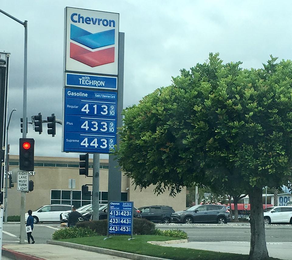 洛杉磯近期油價都在4元以上。