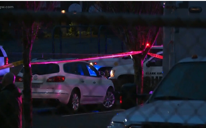 一名男子26日下午3時許在美國華盛頓州溫哥華Sarah J Anderson小學的停車開槍攻擊兩女,後開槍自盡。(截自影片)