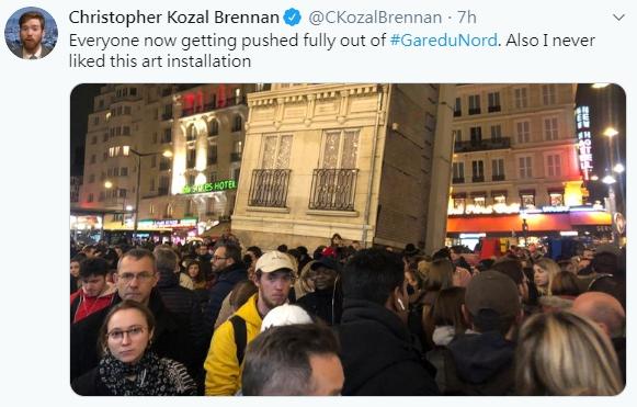 「巴黎北站」(Gare Du Nord)人員今天在乘客包包裡發現一枚未爆彈,巴黎警方隨即疏散車站部分區域。(圖取自推特)