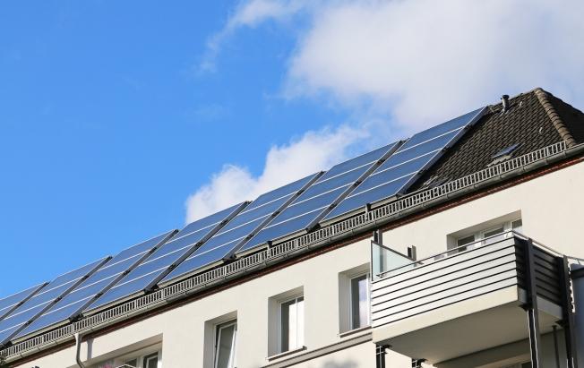 加州自2020年起,所有新屋都需配備太陽能電池板,但這項計畫可能有變動。(SCE)