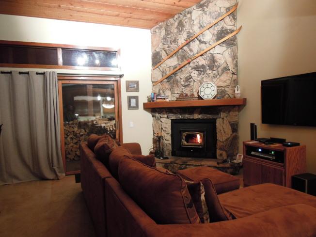 我們合租的小木屋,內有溫暖的壁爐。