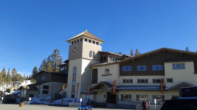 馬麥斯湖的Main Lodge,全景纜車搭乘處就在旁邊。