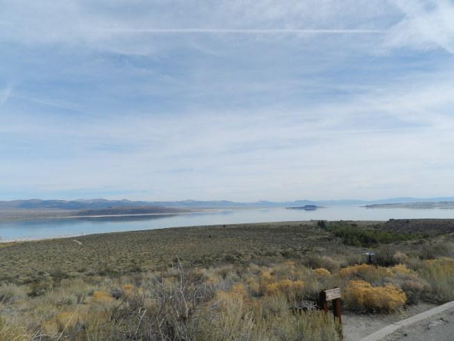 遠眺莫諾湖。