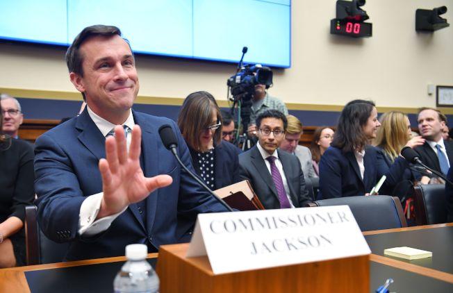 聯邦證券委員會(SEC)負責投資移民項目的業務審核。前者為SEC主席。(Getty Images)